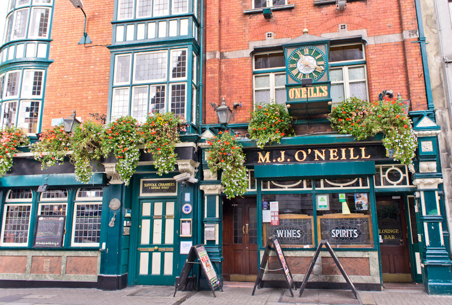 One day in Dublin? See the Highlights with these Tips!    City Guide by The Travel Tester    #CityGuide #Ireland #Dublin #VisitIreland #VisitDublin #24HGuide #Bar #TempleBar #Pub