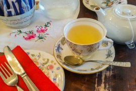 Vintage Feeling at The Butterfly and The Pig in Glasgow, Scotland || The Travel Tester